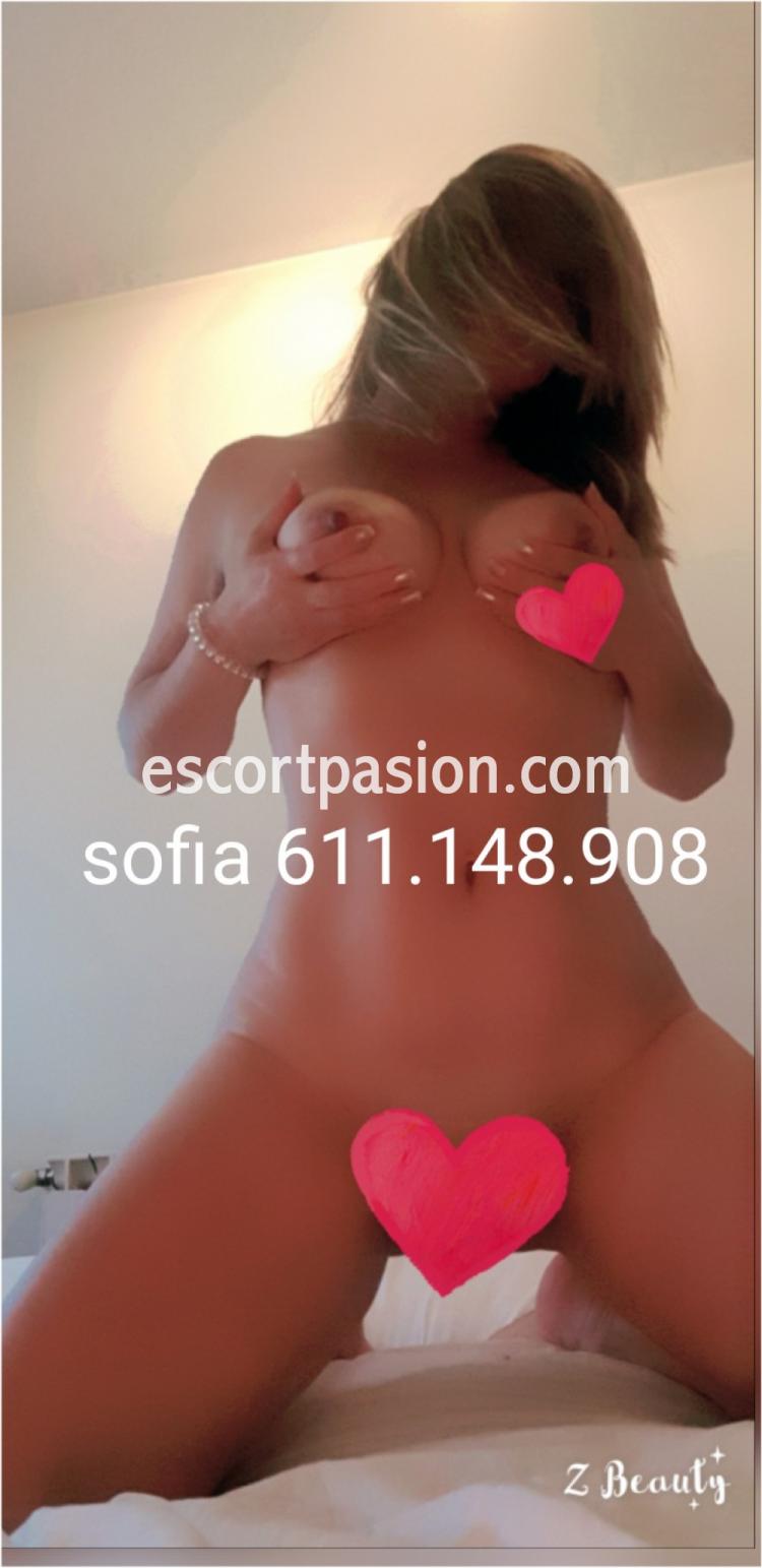 Puta en Irún desnuda en la cama