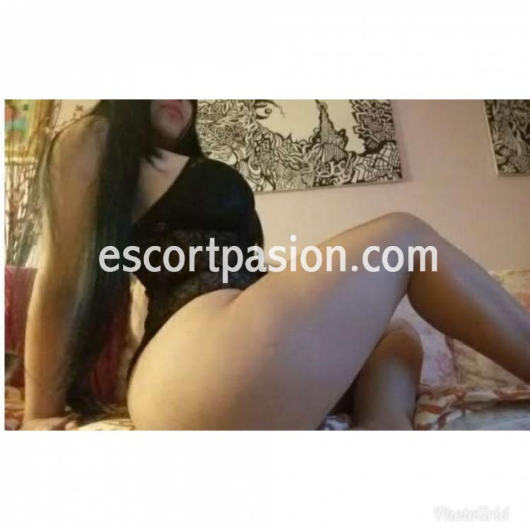 Bellas putas colombianas en Lleida con piernas desnudas