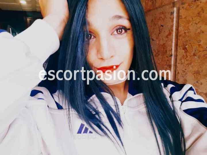 travestis en Oviedo de cabello moreno guapa y ojos bonitos