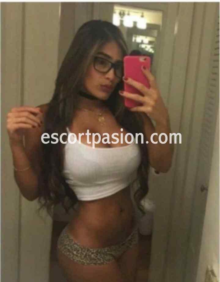 putas en Irún de cuerpazo se hace un selfi ella es manejable